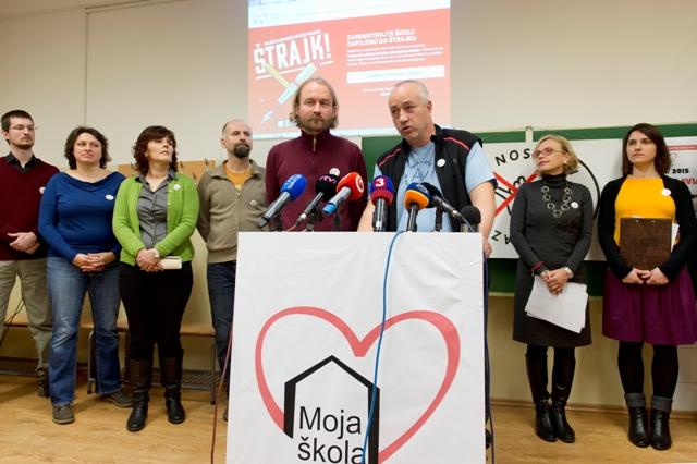 Snímka z brífingu štrajkového výboru Iniciatívy slovenských učiteľov na tému Aktivity štrajkového výboru Iniciatívy slovenských učiteľov 11. januára 2016 v Bratislave