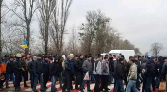 Ukrajinskí baníci, ktorí už dlhšie nedostávajú mzdy, začali blokovať cesty