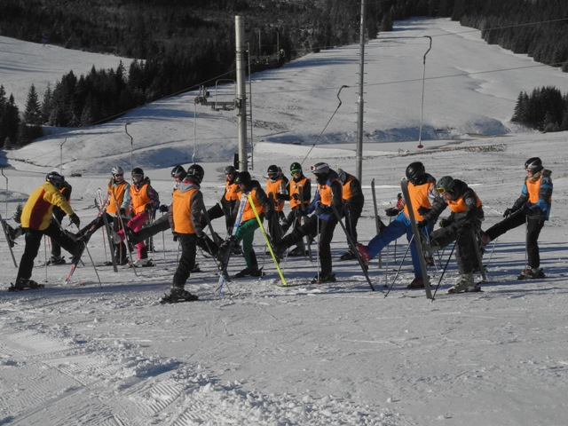 Na snímke deti zo škôl vo Vranove nad Topľou a Michalovciach na lyžiarskom kurze v lyžiarskom stredisku Ždiar – Strednica pod Belianskymi Tatrami