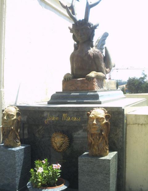Vo Francúzsku rozkradli hrob svetoznámeho herca Jeana Maraisa