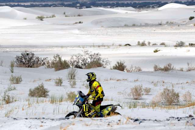 Na snímke slovenský motocyklový pretekár Štefan Svitko zo Slovnaft Teamu na stroji KTM na trati 10. etapy  38. ročníka  Rely Dakar z Belénu do La Rioja