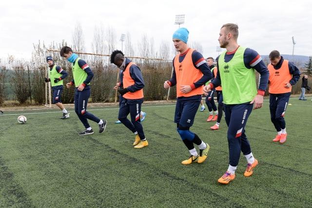 Vo štvrtok 14. januára 2016 oficiálne odštartovali zimnú prípravu na jarnú časť Fortuna ligy 2015/2016 aj futbalisti FC ViOn Zlaté Moravce. Na snímke prvý tréning