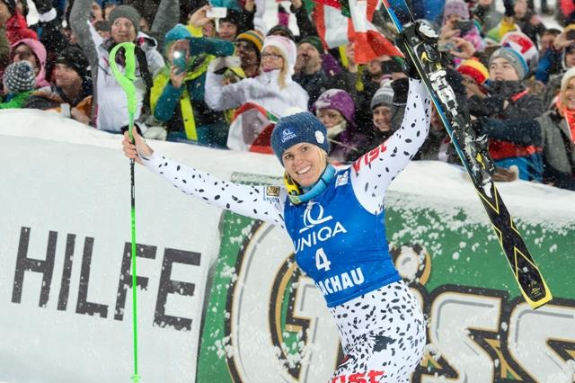 Na snímke slovenská reprezentantka v alpskom lyžovaní Veronika Velez - Zuzulová sa teší po víťazstve nočného slalomu žien Svetového pohára v rakúskom Flachau