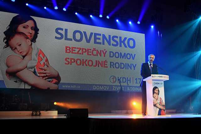 Na snímke predseda Kresťanskodemokratického hnutia (KDH) Ján Figeľ reční počas programu oficiálneho štartu predvolebnej kampane KDH v Poprade
