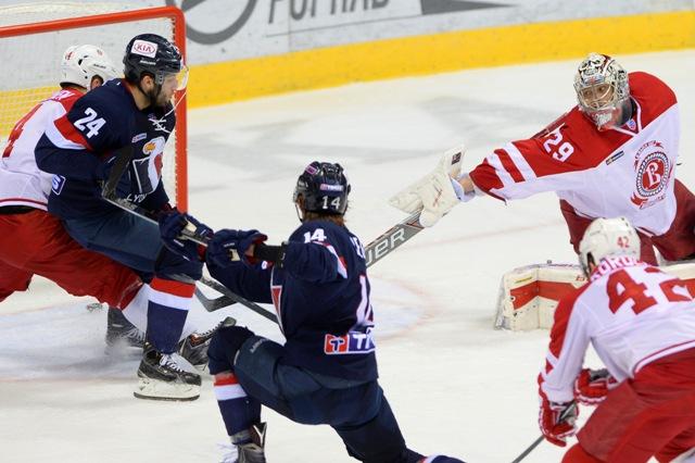 Na snímke Rok Tičar (24), Žiga Jeglič (14) a brankár Harri Sateri (Viťaz) v zápase hokejovej KHL medzi HC Slovan Bratislava - Viťaz Moskovská oblasť v Bratislave