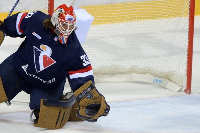 Na snímke brankár Barry Brust v zápase hokejovej KHL medzi HC Slovan Bratislava - Viťaz Moskovská oblasť v Bratislave