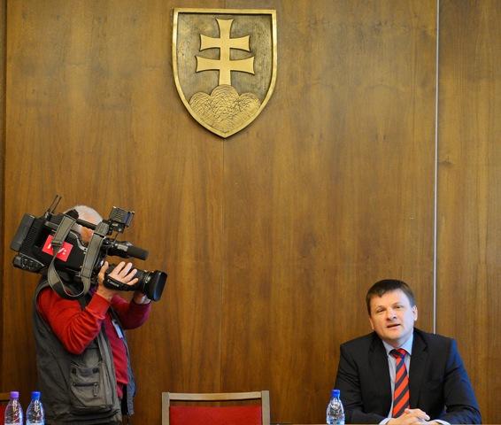 Na snímke vpravo poslanec NR SR Alojz Hlina (KDH)
