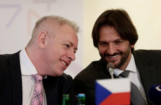 Na snímke vpravo minister vnútra SR Robert Kaliňák a český minister vnútra Milan Chovanec