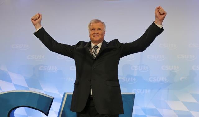 Na snímke bavorský premiér a predseda Kresťanskosociálnej únie (CSU) Horst Seehofer