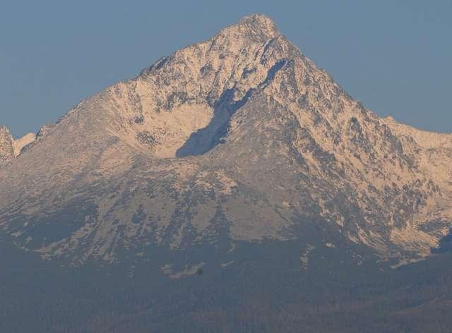 Na snímke pohľad na zasnežený vrchol Gerlachovského štítu vo Vysokých Tatrách