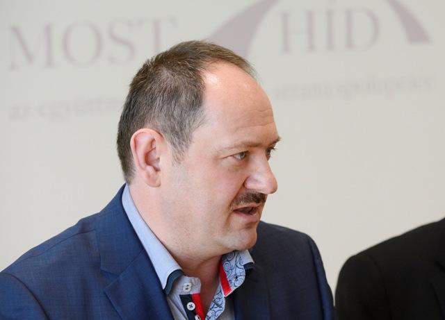 Na snímkeposlanec Národnej rady SR a podpredseda opozičnej strany Most-Híd Zsolt Simon