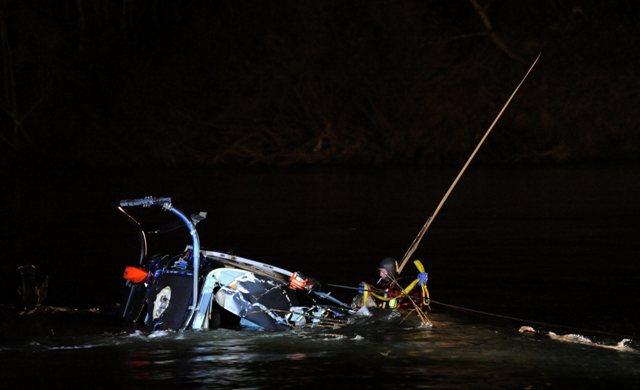 Výletný vrtuľník so štyrmi pasažiermi na palube 3. marca 2013 zrútil do rieky Váh v katastri obce Šintava v okrese Galanta