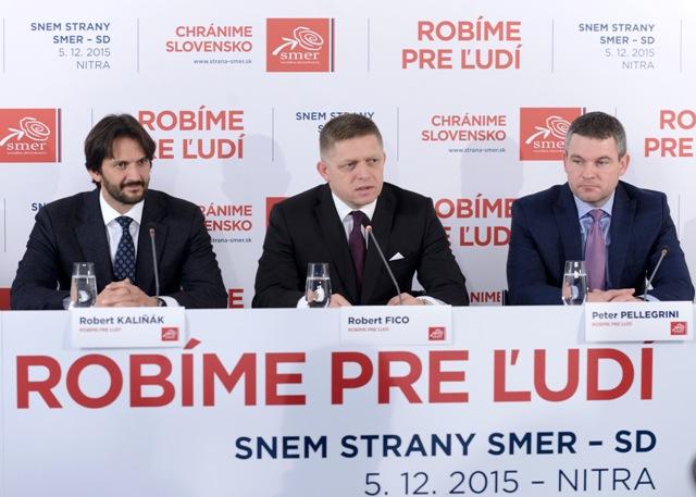 Na snímke zľava podpredseda strany Smer-SD  Robert Kaliňák, predseda strany Robert Fico a podpredseda Smer-SD Peter Pellegrini