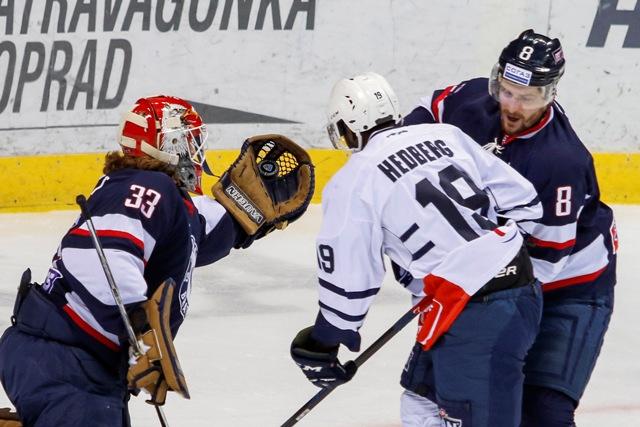 Na snímke zľava Barry Brust (Slovan), Edwin Hedberg (Zahreb) Michal Sersen (Slovan) v zápase KHL HC Slovan Bratislava - Medveščak Záhreb