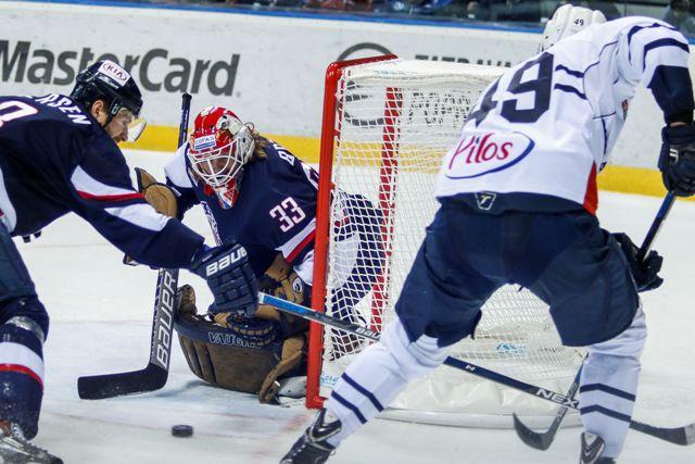 Na snímke zľava Michal Sersen (Slovan), Barry Brust (Slovan) a Alexandre Bolduc (Záhreb) v zápase KHL HC Slovan Bratislava - Medveščak Záhreb