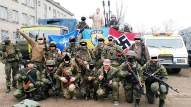 Na snímke bojovníci z dobrovoľníckeho bataliónu Azov