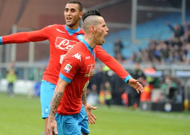 Na snímke Marek Hamšík (v popredí) z SSC Neapol sa teší z gólu v zápase 21. kola talianskej futbalovej Serie A proti  Sampdorii