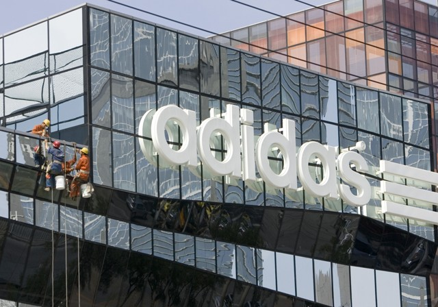 Na snímke logo nemeckej športovej značky Adidas