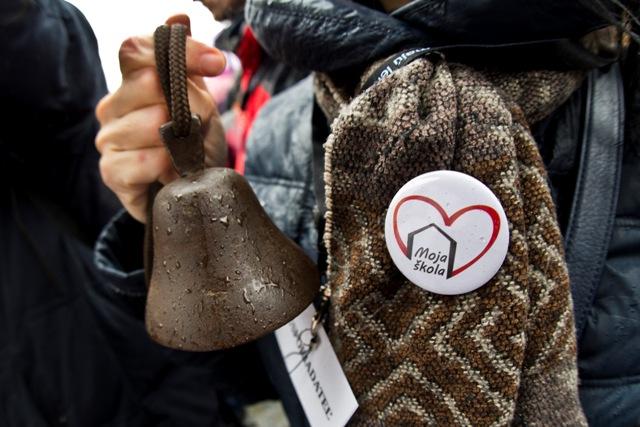 Na snímke protestné zhromaždenie učiteľov, ktoré zorganizovala Iniciatíva slovenských učiteľov (ISU) na Námestí SNP v Bratislave 25. januára 2016