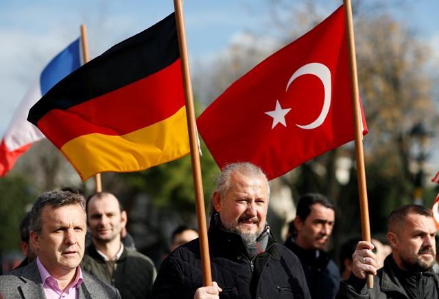 Väčšina z desiatich ľudí, ktorí v utorok zahynuli pri samovražednom bombovom útoku v centre tureckého Istanbulu neďaleko Modrej mešity a múzea Hagia Sofia, boli Nemci