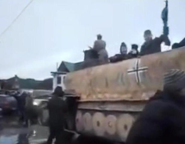 Veselí fašisti na ľudových slávnostiach na Ukrajine nahradili tradičné novoročné a rozprávkové postavičky