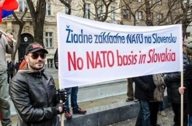 """Bratislavské protestné zhromaždenie """"Za mier, proti základniam cudzích vojsk na našom území a za vystúpenie z NATO"""" sa uskutoční dnes"""