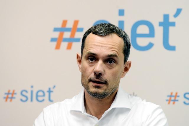 Na snímke predseda strany #Sieť Radoslav Procházka