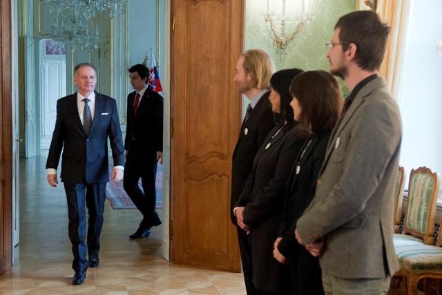 Prezident SR Andrej Kiska (vľavo) prijal zástupcov Iniciatívy slovenských učiteľov (ISU) v Bratislave, 28. januára 2016