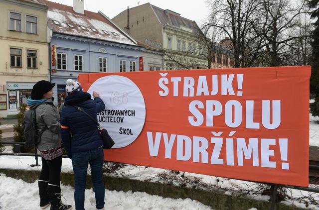 Protestné zhromaždenie na podporu štrajkujúcich učiteľov v Košiciach 28. januára 2016