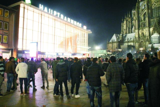 Nemecká polícia v súčasnosti eviduje 16 podozrivých z podielu na hromadnom prepadávaní žien počas silvestrovskej noci v Kolíne nad Rýnom