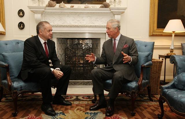 Na snímke prezident SR Andrej Kiska (vľavo) počas stretnutia s britským princom Charlesom v škótskom Dumfries House