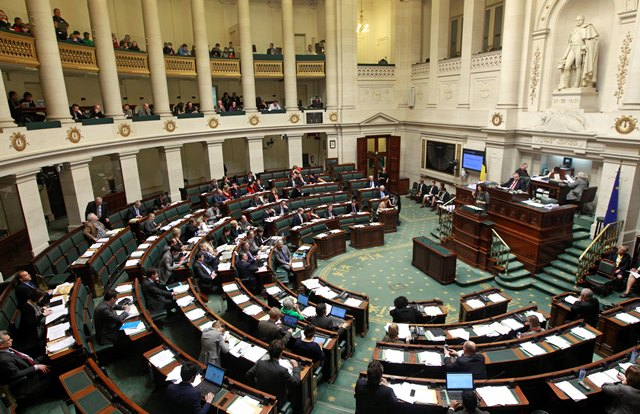Na snímke poslanci Belgického parlamentu