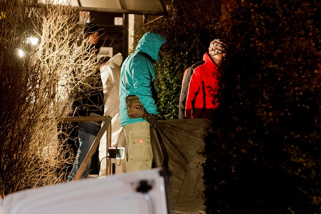Na snímke kriminalisti na mieste vraždy na Bartókovej ulici v Bratislave