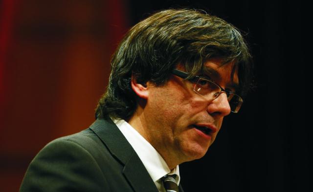 Carles Puigdemont sa dnes oficiálne stal novým predsedom katalánskej vlády