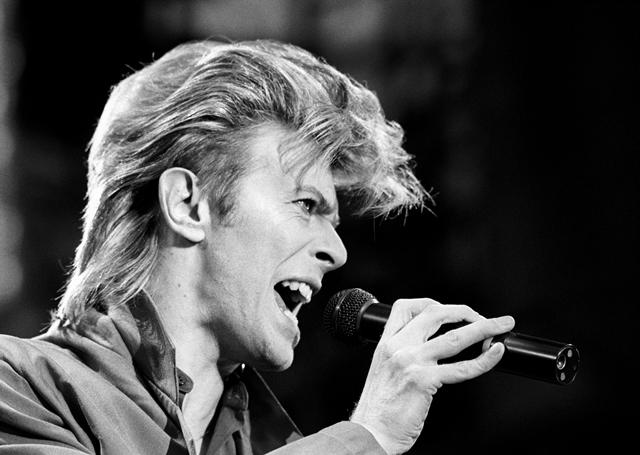 Na snímke z roku 1987 spevák David Bowie