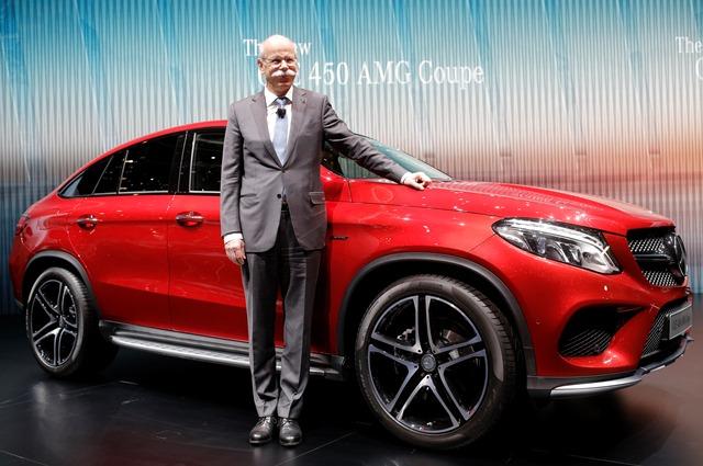 Na snímke výkonný riaditeľ automobilky  Daimler Dieter Zetsche