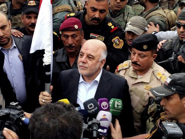 Na snímke iracký premiér Hajdar Abádí (uprostred)