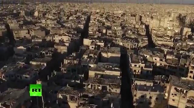 Pohľad na zničené budovy zdevastovaného sýrskeho mesta Homs