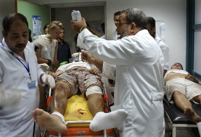 Na snímke zranení turisti počas lekárskeho ošetrenia v nemocnici  v egyptskom letovisku Hurghada