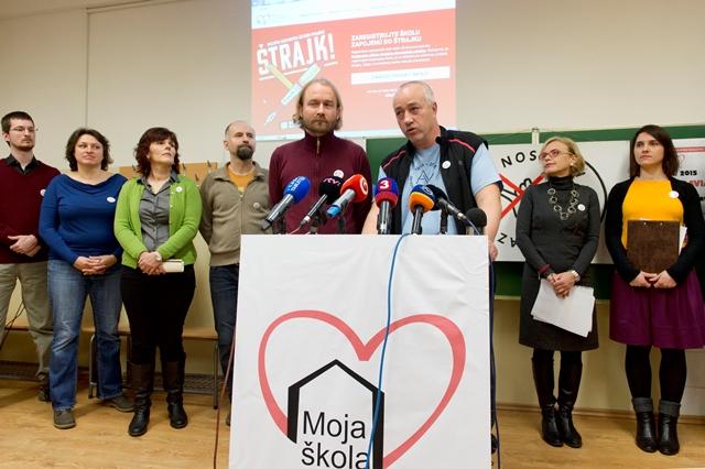 Na snímke štrajkový výbor Iniciatívy slovenských učiteľov