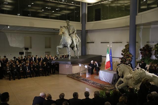 Muzeálna sála s jazdeckou sochou Marka Aurelia, kde sa stretli taliansky premiér Matteo Renzi a iránsky prezident Hasan Rúhání