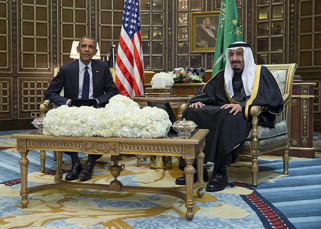 Na snímke americký prezident Barack Obama (vľavo) a arabský kráľ Salmán bin Abdul Azíz
