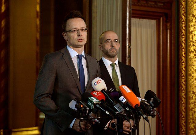 Na snímke minister zahraničných vecí a vonkajších ekonomických vzťahov Péter Szijjártó (vľavo)