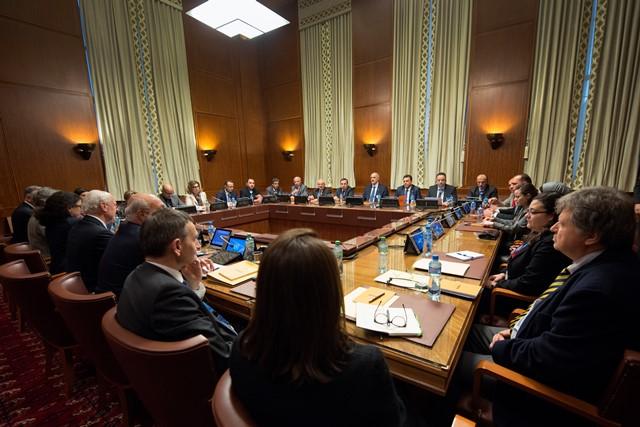 Na snímke účastníci rokovaní o Sýrii v Ženeve