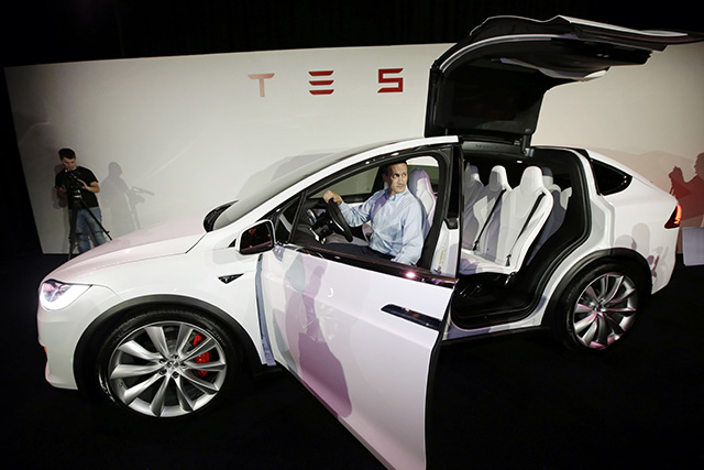 Na snímke elektromobil Tesla Model X