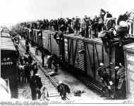 USA, vlak nezamestnaných hľadajúcich jedlo. Začiatok 30-tych rokov
