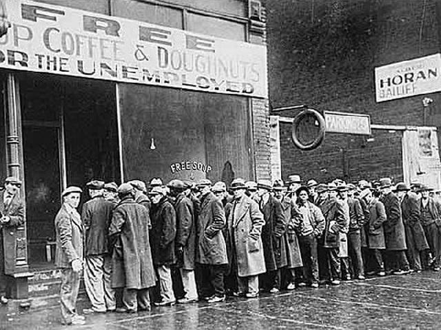 Západ zaviedol embargo na dodávky zlata, rudy, dreva zo ZSSR... No na pšenicu embargo nezaviedol... Rad na teplý obed v New Yorku