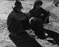 Tábor utečencov pred hladom. USA, Kalifornia, rok 1937. Nikto v USA tragédiu depresie a hladu nezneužíva na roznecovanie nenávisti