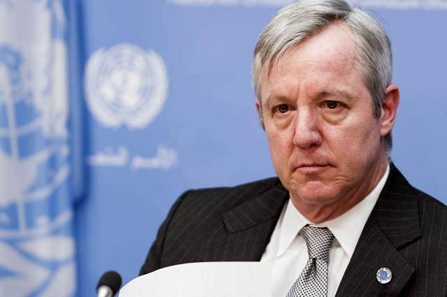 Na snímke Anthony Banbury, námestník generálneho tajomníka OSN hovorí médiám o sexuálnom zneužívaní zo strany mierových zložiek