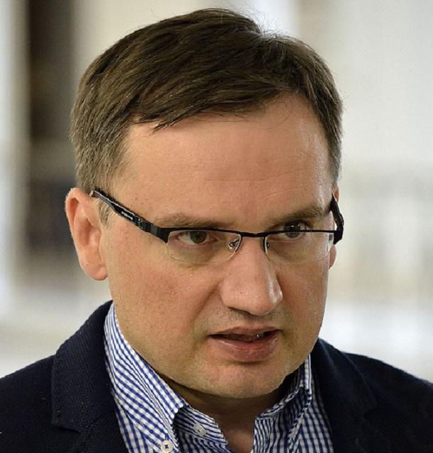 Na snímke pošský minister spravodlivosti Zbigniew Ziobro, ktorý napísal list obhajujúci kroky novej poľskej vlády